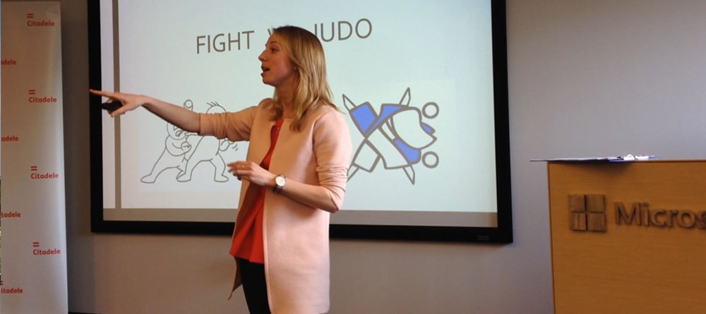 Darja giving a speech on communication skills at LatCraft Conference