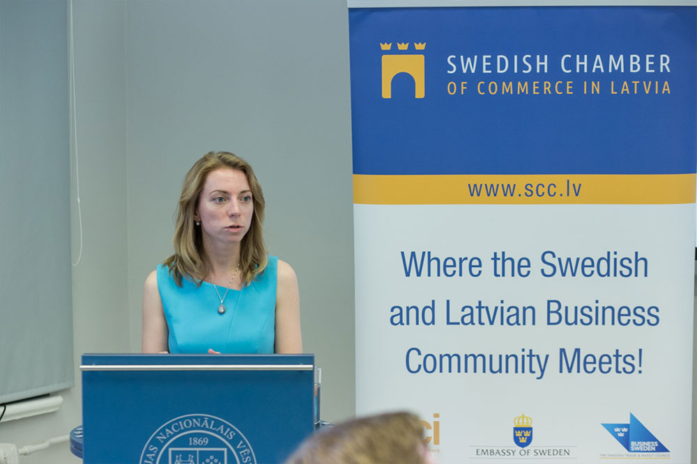 Our colleague Darja gives a speech about future collaboration plans of Diatom and SCCL